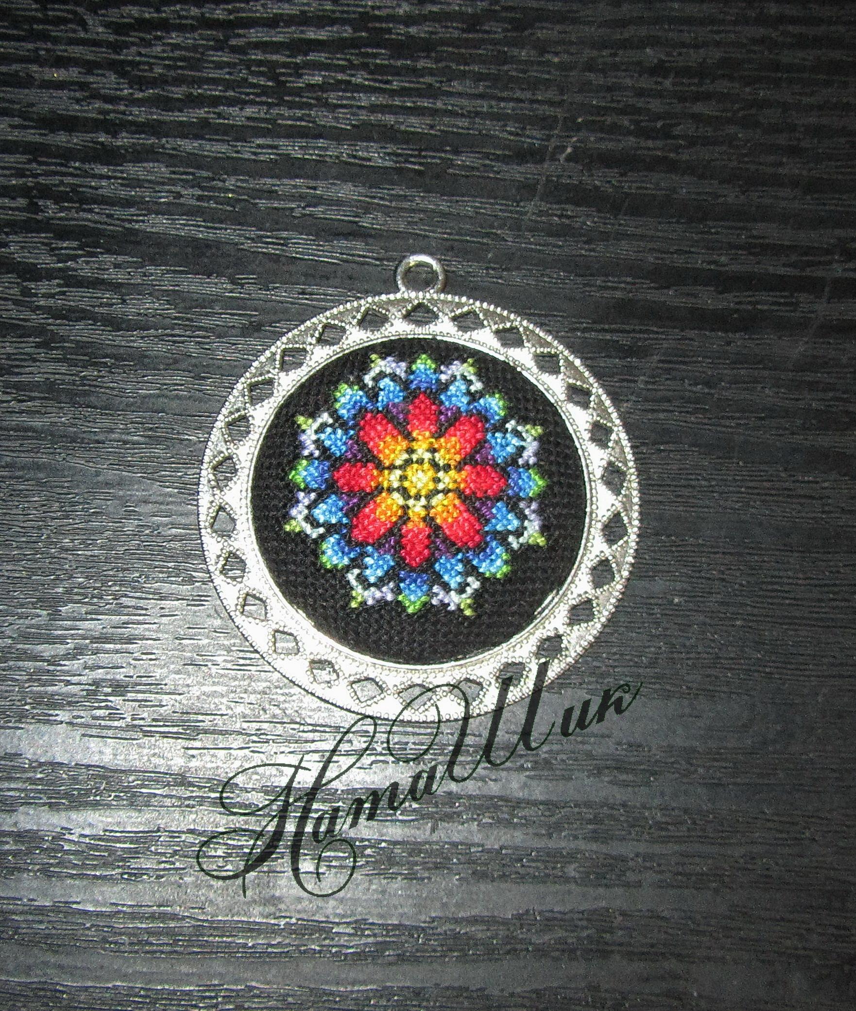 Вишитий кулон - Квітка надії