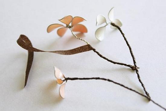 Квітковий вінок з дроту і лаку: покроковий майстер-клас